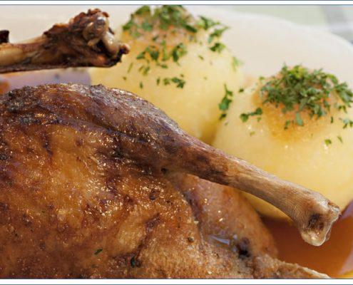 Augustiner Bräu Echardinger Einkehr Restaurant Entenbraten mit Knödel